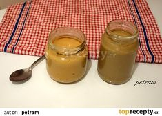 Domácí oříšková máslíčka - blíž k lžičce arašídové, vedle slunečnicové