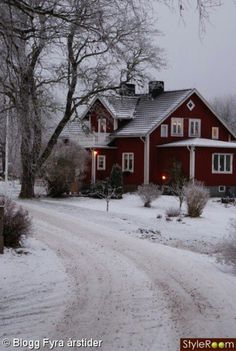 Red house + snow=:))