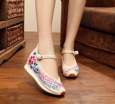Ucuz Çin Eski Pekin Yeni Nakış ayakkabı Turizm tavuskuşu kuyruğu işlemeli Çiçek ayakkabı single yürüyüş dans ayakkabıları boyutu 35 40, Satın Kalite kadın daireler doğrudan Çin Tedarikçilerden: 5CM Heel Women's Shoes National Retro Old Peking Mary Jane Canvas Increased Internal Embroidery Soft Cloth Pumps Cute Girl Shoes, Girls Shoes, Peacock Tail, Floral Shoes, Spring Shoes, Chinese Style, Beijing, Dance Shoes, Women's Shoes