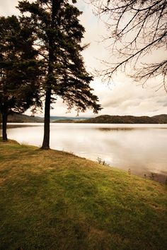Relais & Chateaux - On the shores of spectacular Lake Placid, its mirror-like waters reflecting the majestic Adirondack Mountains, sits Lake Placid Lodge. Lake Placid Lodge, New York