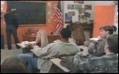 Chuck Norris n'est pas du genre à recevoir une boulette de papier dans la tête