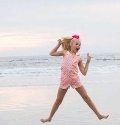 JoJo on the beach 🌊 Sorry for quality Jojo Siwa Bows, Jojo Bows, Preteen Girls Fashion, Girl Fashion, Jojo Snapchat, Jojo Siwa Outfits, Dance Mums, Dance Moms Girls, Cute Bows