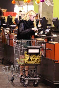 DAKOTA FANNING  FOODS GROCERY SHOPPER  | Dakota Fanning SENY AENY 100212 033