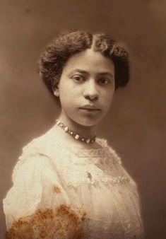 Vintage Black Glamour, Look Vintage, Vintage Beauty, African American Hairstyles, African American History, Women In History, Black History, Vintage Photographs, Vintage Photos