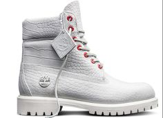 All Timberland waterproof boots are pretty tough. Made with pure white, reptilian-patterned premium leather and punctuated with gleaming red eyelets, the White Serpent boots stand out in a crowd. Timberland Boots Style, Timberland Waterproof Boots, Timberland Outfits, Timberland Mens, Timberland Classic, Timberland Premium, Baskets, Yellow Boots, Shoe Company