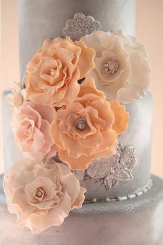 sugar flowers | Kristin Vining #wedding