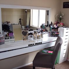 makeup room a hollywood vanity style makeup room. Black Bedroom Furniture Sets. Home Design Ideas
