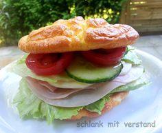 Wenn man sich low carb ernährt wünscht man sich manchmal Brötchen zum Frühstück oder einen leckeren Burger. Diese hier sind ganz schnell selbst gemacht! Da sie eher weich sind schmecken sie getoast…