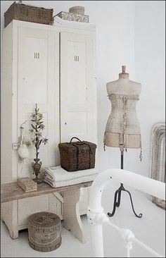 1000 images about old fashioned bedroom on pinterest for Old fashioned bedroom ideas