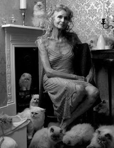 """""""Growing old is compulsory, growing up is optional"""".exclaimed 90 year old supermodel Daphne Selfe. Well Daphne I agree and guarantee… Beautiful Old Woman, Beautiful People, Daphne Selfe, Mode Ab 50, Estilo Hippy, Aged To Perfection, Ageless Beauty, Advanced Style, Aging Gracefully"""