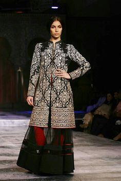 Top designer JJ Valaya's show on Day 1 of Delhi Couture Week was an exquisite blend of traditional craftsmanship and modern design. Zardozi Embroidery, Anarkali, India, Womens Fashion, Fashion Trends, Custom Design, Couture Week, Bridal, Velvet