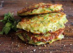 Zucchini Patties, a delicious, healthy, easy recipe, the perfect side dish… Vegetarian Recipes, Cooking Recipes, Healthy Recipes, Healthy Meals, Healthy Eating, Zucchini Patties, Zucchini Fritters, Zucchini Bites, Recipe Zucchini