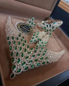 Necklaces – Page 3 – Modern Jewelry Royal Jewelry, Emerald Jewelry, Luxury Jewelry, Jewelry Art, Fine Jewelry, Fashion Jewelry, Jewelry Design, Emerald Necklace, Emerald Stone