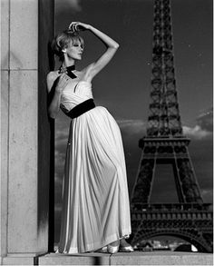 Model wearing a Pierre Balmain evening gown with Eiffel Tower in the background, photo John French. Foto Fashion, 1960s Fashion, Fashion Shoot, Vintage Fashion, Dior Fashion, Editorial Fashion, Pierre Balmain, Victoria And Albert Museum, Fashion Model Poses