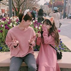 Image about love in ulzzang couple by tropical_a Couple Aesthetic, Korean Aesthetic, Matching Couple Outfits, Matching Couples, Ulzzang Couple, Ulzzang Girl, Poses, Mode Kawaii, Korean Ulzzang