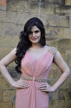 Zarine khan erotic cleavage queen and tollywood with her curvy body show. Hot and sexy Indian actress very sensuous cute beautiful desi sed. Bollywood Actress Hot Photos, Bollywood Girls, Beautiful Bollywood Actress, Most Beautiful Indian Actress, Indian Bollywood, Bollywood Fashion, Hindi Actress, Bollywood Stars, Zarine Khan