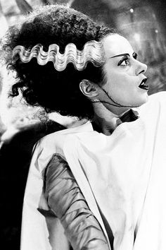 Elsa Lanchester in The Bride of Frankenstein (1935) Classic Horror Movies, Horror Films, Bride Of Frankenstein Costume, Frankenstein Tattoo, Elsa Lanchester, James Whale, Horror Monsters, Vintage Halloween, Halloween Inspo