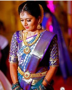 """485 likerklikk, 2 kommentarer – Tamil Fashion Inspiration (@tamil_wedding) på Instagram: """"Look at this Saree colour combination. Unique saree blouse design. Traditional look with modern…"""""""