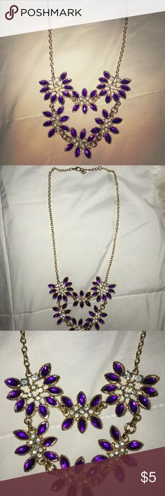PURPLE FLOWERS NECKLACE Super cute! Jewelry Necklaces