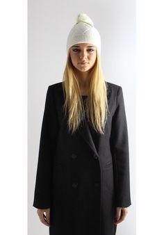 BERRETTO CON PON PON BIANCO - Melissa Agnoletti http://www.melissaagnoletti.com/it/donna/1467-sciarpa-double-face.html #Melissaagnoletti #Fashion #Style