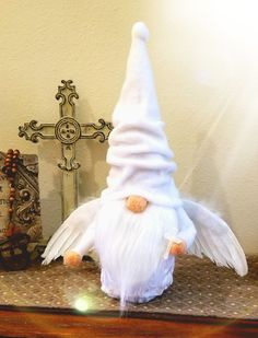 Gnome Angel Christmas Gnome, Christmas Projects, Holiday Crafts, Diy Craft Projects, Diy And Crafts, Projects To Try, Diy Angels, Handmade Angels, Moldes Halloween