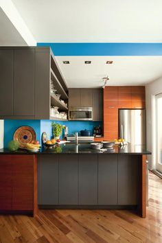 A Caribbean-colored backsplash livens up gray cabinets and a black stone countertop in this sleek cook space. Top Paint Colors, Kitchen Paint Colors, Paint Colors For Home, Cheap Backsplash Tile, Backsplash Ideas, Ppg Paint, Kitchen Words, Seattle Homes, Grey Cabinets