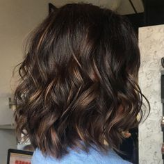 70 Brightest Medium Layered Haircuts to Light You Up Textured Wavy Brunette Lob Brown Hair Shades, Light Brown Hair, Brown Hair Colors, Brown Hair With Highlights, Brown Blonde Hair, Color Highlights, Brunette Highlights, Dark Brown Short Hair, Chunky Highlights