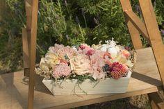 Recipientes de madera para decorar tus mesas con flores, perfectos para eventos de todo tipo.  #Recipientes #madera #decorar #mesas #flores #eventos