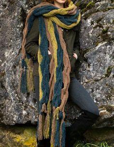 Вау! Такой необычный и оригинальный аксессуар точно не останется незамеченным! Приковывайте любопытные взгляды просто! Надо просто связать спицами новую модель шарфа для женщины! На сайте Люди Вяжут представлена модель №2 из журнала ACCESOIRES N.11, пряжа Garzato Fleece. Приведена инструкция по вязанию для размера изделия: 210×51см #40;без кистей#41;.