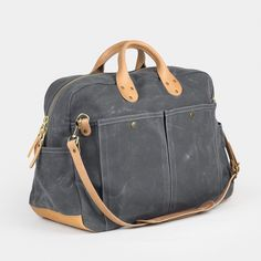 The Waxed Canvas Weekender Bag is the perfect travel bag for weekend adventures. Browse travel bags for men and women made by Winter Session in Denver, CO. Mens Travel Bag, Travel Bags, Mens Weekend Bag, Canvas Weekender Bag, Urban Bags, Capsule Wardrobe Essentials, Waxed Canvas Bag, Top Backpacks, Viajes