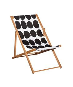 If it's time to update your outdoor furniture (or actually purchase some), look no further than this deck chair with a graphic black-and-white print.