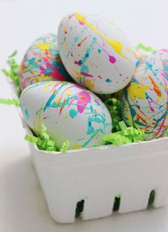 Easter egg decorating ideas: Splatter Paint Easter Eggs by Jane Can - fun! Hoppy Easter, Easter Eggs, Easter Games, Cool Mom Picks, Easter Holidays, Easter Cookies, Easter Brunch, Egg Decorating, Easter Recipes