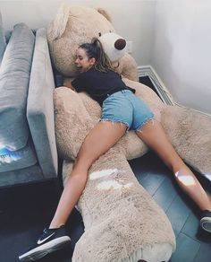 Do you want a big Teddy Bear ? Disney Instagram, Instagram Girls, Divas, Big Teddy Bear, Giant Teddy, Bear Wallpaper, Tumblr Girls, Art Music, Baby Pictures