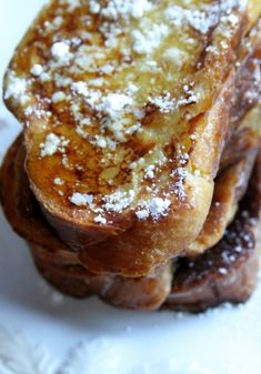 The best French Toast recipe of all time.you'll never guess the secret ingredient that takes this brunch favorite from good to great! Breakfast with you! What's For Breakfast, Breakfast Items, Breakfast Dishes, Breakfast Recipes, Awesome French Toast Recipe, Best French Toast, French Bread French Toast, Cinnamon French Toast, Best Challah French Toast Recipe
