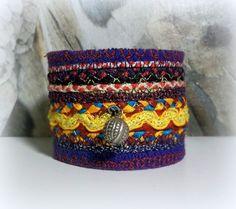 bijoux textile / bracelet ethnique /manchette/galons et broderies sur feutre violet : Bracelet par boutique-belisama