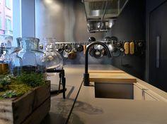 Lissoni. Materials 'dress' a bespoke kitchen