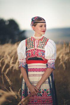 pocarovna: The Hottest Day of August(many thanks for this photo to Brano Hanus) Myslava (today part of town Košice), Abov region, Eastern Slovakia. Ethnic Fashion, Fashion Art, Fashion Design, Folk Fashion, Men Fashion, Hungarian Women, European Girls, Beautiful Costumes, Slovenia
