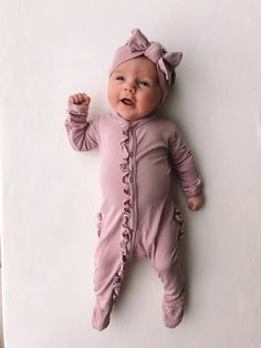 Baby clothes should be selected according to what? How to wash baby clothes? What should be considered when choosing baby clothes in shopping? Baby clothes should be selected according to … Baby Boy, Cute Baby Girl, Baby Kids, Toddler Girls, Good Night Baby, Cute Baby Pictures, Beautiful Pictures, Baby Girl Fashion, Newborn Baby Girl Outfits