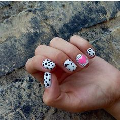 Accurate nails, Beautiful nails 2017, Black and white nail ideas, Black and white nail polish, Drawings on nails, Hearts on nails, Kid nails with pattern, Manicure by summer dress