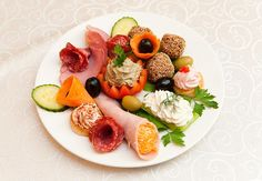 aperitiv nunta - Căutare Google Cobb Salad, Sushi, Appetizers, Menu, Breakfast, Ethnic Recipes, Wedding, Food, Google