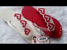 "TRAMA DE PÉROLAS ""NISE""/n°36 - YouTube Beaded Crafts, Beaded Jewelry Patterns, Saint Valentine, Macrame Bracelets, Heart Art, Diy And Crafts, Flip Flops, Baby Shoes, Slippers"