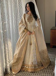 Fashion and Arts - Indian designer outfits - Nikkah Dress, Shadi Dresses, Pakistani Formal Dresses, Indian Gowns Dresses, Pakistani Dress Design, Pakistani Outfits, Pakistani Bridal Wear, Pakistani Lehenga, Saree