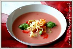 Kremowa zupa truskawkowa