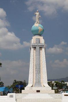Monumento al Divino Salvador del Mundo, Plaza El Salvador del Mundo in San Salvador City