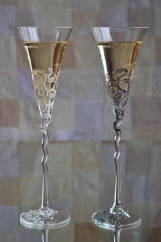 Wedding toasting flutes, Mr and Mrs wedding glasses, Black and White Wedding Glasses, Bride and Groom flutes, Personalised flutes by WeddingBay on Etsy