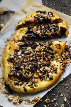 Chocolate crispy pizza
