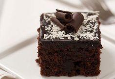 Maden sulu ıslak kek 30 – 35 dakikada hazırlayabileceğiniz bir tatlıdır. Maden suyundan dolayı damakta farklı bir tat bırakan tatlılardandır. Çocu..