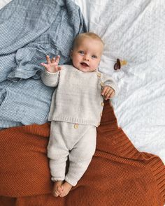 Ideas Baby Boy Photography Toddler in 2020 Knitted Baby Outfits, Knitted Baby Clothes, Baby Boy Outfits, Winter Baby Clothes, Cute Baby Boy, Baby Kind, Cute Kids, Baby Set, Knitting For Kids