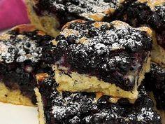 "Das perfekte Absolut leckerer Blaubeerkuchen-Rezept mit Video und einfacher Schr… Sponsored Sponsored The perfect Absolutely delicious blueberry cake recipe with video and simple step-by-step instructions: We were at Soltau ""in the Bickbeeren"" …. Easy Cake Recipes, Pork Recipes, Easy Desserts, Dessert Recipes, Blueberry Pie Recipes, Blueberry Cake, Blueberry Crumble, Dessert Simple, Dessert Oreo"