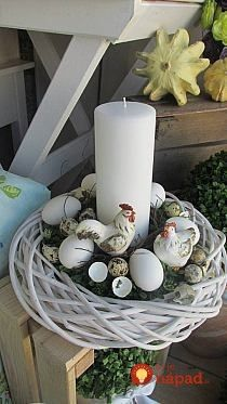 Attractive Easter Wreaths that looks Fancy & Captivating - Ethinify Easter Flower Arrangements, Easter Flowers, Hoppy Easter, Easter Eggs, Easter Wreaths, Christmas Wreaths, Easter 2018, Easter Table Decorations, Egg Decorating